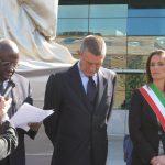 Autorità durante l'inaugurazione dell'opera alla FAO